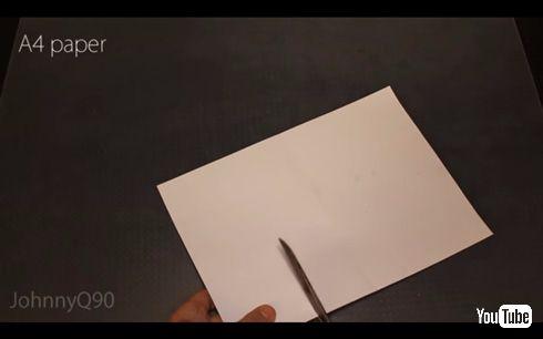 紙でプラスチック、アクリルなどを切断