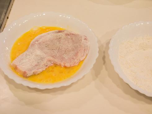 小麦粉と卵をつける