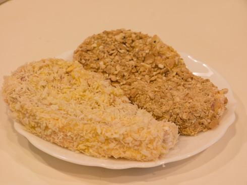 乾パン粉とパン粉をまぶした豚肉