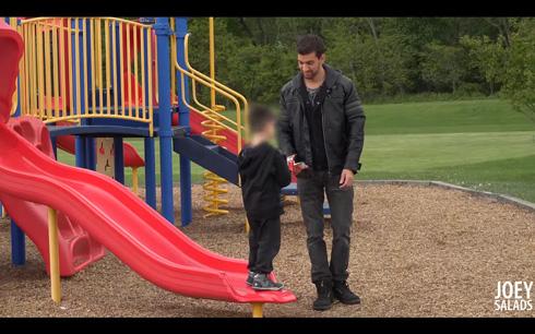 スマホに夢中な父親の子どもの誘拐実験