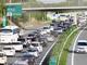 「渋滞」はなぜいつも同じ場所で起こるのか? 発生のメカニズムを解説する