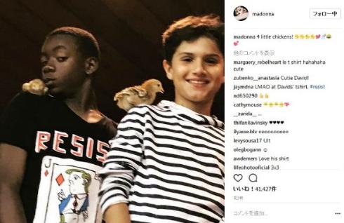 マドンナの息子は反トランプ大統領のイラストTシャツを着る