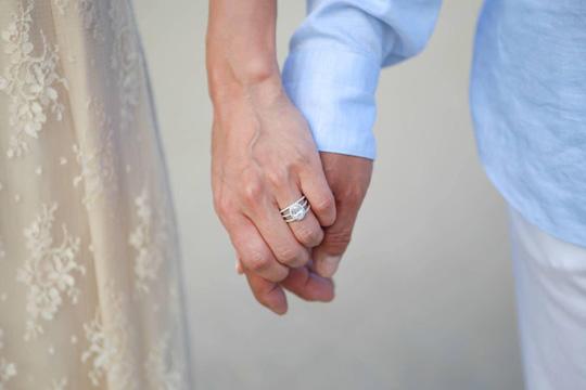 結婚を報告した八反安未果さん