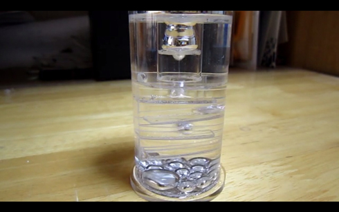 液体金属が滴る置物