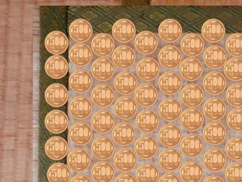 畳に500円玉を敷き詰めた画像のアップ