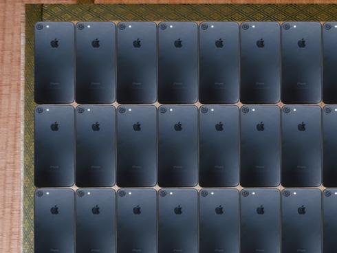 畳にiPhoneを敷き詰めた画像のアップ