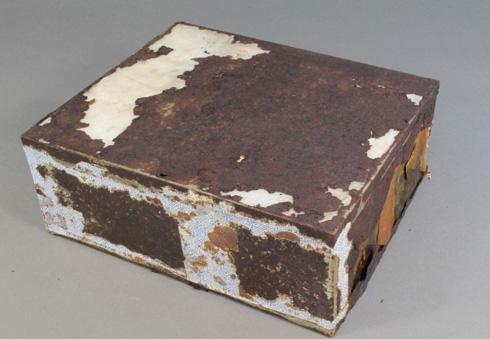 南極で約100年前のフルーツケーキ