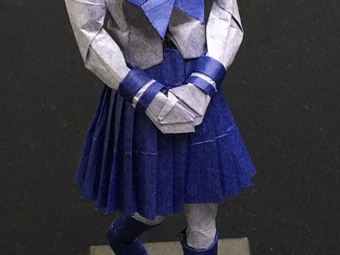 折り紙女子高生 スカートアップ