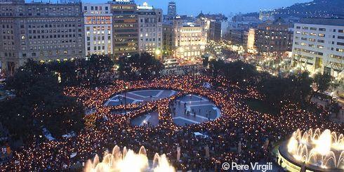 スペイン バルセロナ 車両 突入 テロ 外務省