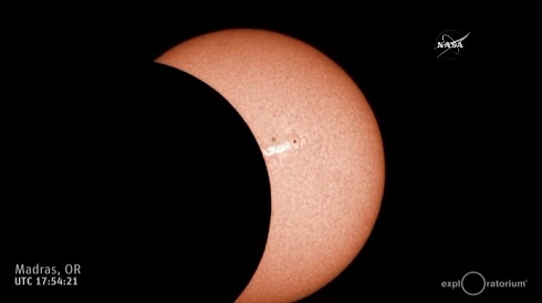 ニーソ ニーハイ 黒 日食 皆既日食