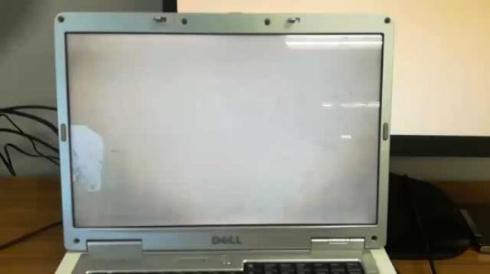 パソコン ディスプレイ 画面 見えない 眼鏡 偏光