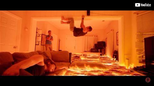 定番ごっこ遊び「床がマグマ」 大人げないCG技術で再現した動画がすごい