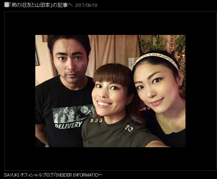 【芸能】なぜ無表情なんだ…… 山田孝之、姉との3ショットから哀愁漂う