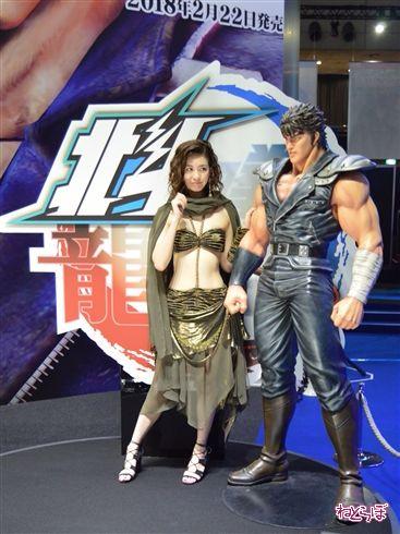東京ゲームショウでお出迎えしてくれたコンパニオンさんたち! お姉さんとメカと世紀末救世主フレンズが勢ぞろい