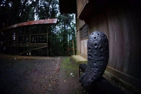 謎 オブジェ 神社 アート 中之条 トリックスター 浅野暢晴 中之条ビエンナーレ