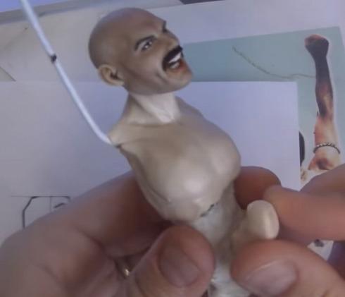 ガイコツから作るフレディ・マーキュリー