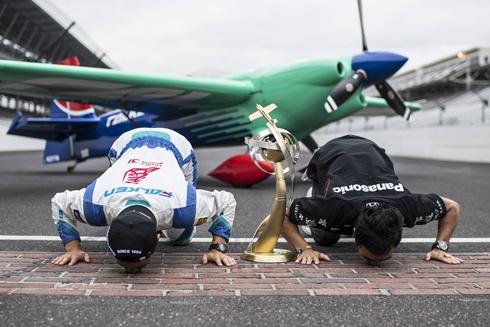 レッドブル エアレース 室屋義秀 年間総合優勝