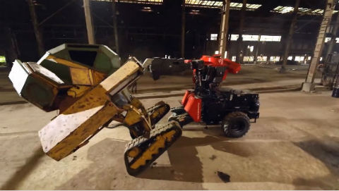 日米巨大ロボット対決