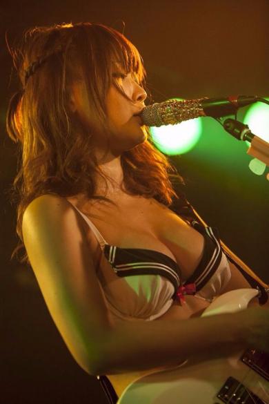 藤田恵名 プラチナム グラビアアイドル シンガーソングライター MCビキニ ライブ