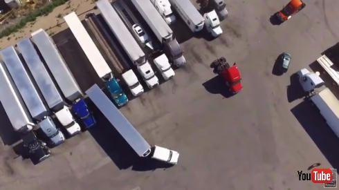 トレーラーのバック駐車