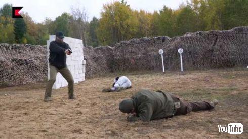 ロシア カラシニコフ 銃 発砲 動画