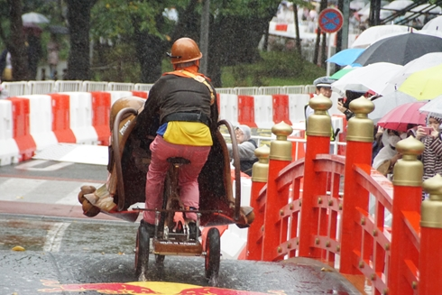 レッドブル・ボックスカート・レース 優勝 Fischer's 水溜りボンド