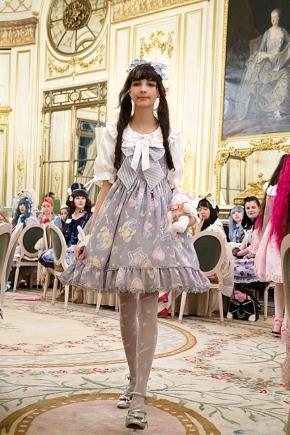 昔の美しい洋服の情熱と現代カルチャーの熱狂のはざま フランスの