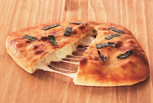おにぎりせんべい ピザ アオキーズ・ピザ