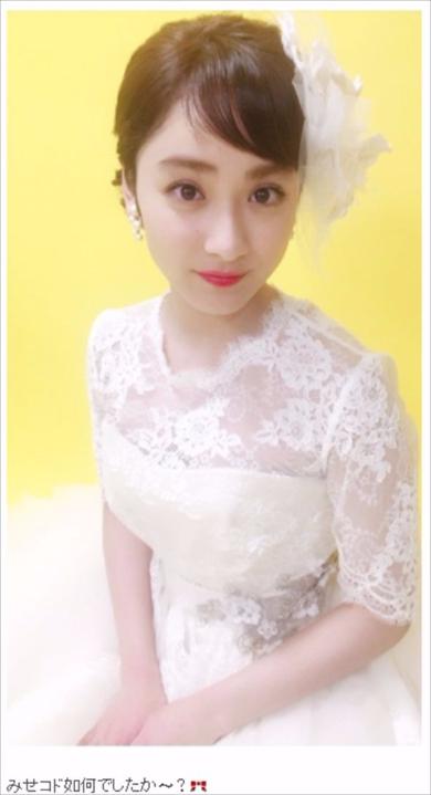 ウエディングドレスの平祐奈