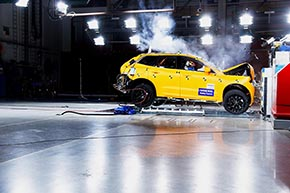 ボルボ「XC60」安全性能試験の様子