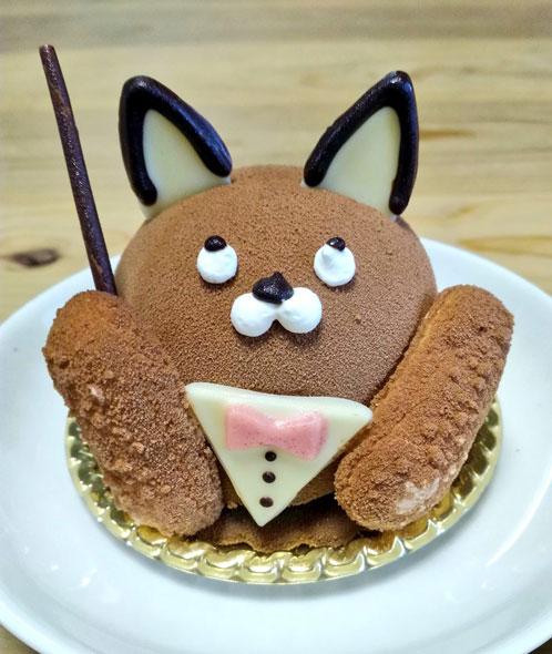 目の位置が惜しい黒猫さんのケーキ
