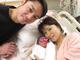 保田圭、第1子となる男児出産で3ショット公開 「ただただ感謝の気持ちでいっぱい」「初めての抱っこは主人に」