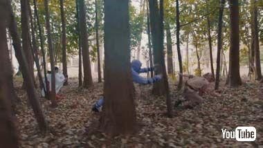 森の中をパルクールで追いかける巫女さん