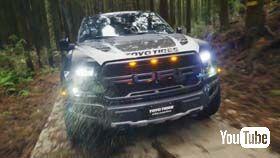動画内に登場するピックアップトラックは、フォードの「F-150 ラプター」。オフロード仕様の高性能なトラックです。