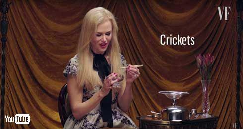 ニコール・キッドマンが昆虫を食べる動画
