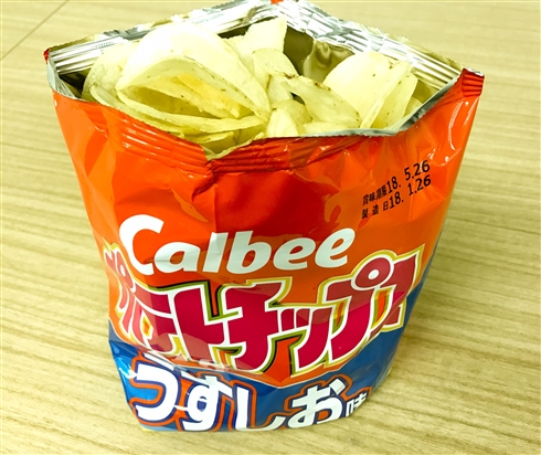 「この開け方考えた人天才だと思う」 ポテトチップスの袋の開け方がTwitterで「すごい」「ヤバい」と話題に