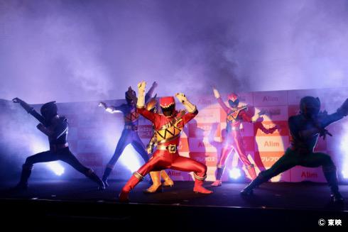 発表会では「獣電戦隊キョウリュウジャー」のアクションショーも