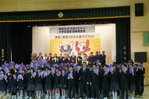 東京五輪のマスコット、未来感漂う「ア案」に決定 小学生20万クラスが投票に参加