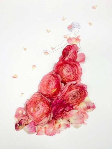 華やかな草花のドレスにうっとり イラストと花を組み合わせたアート作品