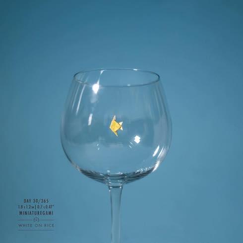 グラスと魚の写真