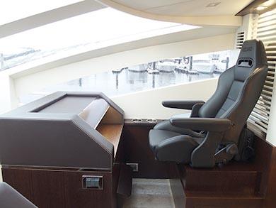 """右舷は""""ロマンスカーの最前列シート""""的な特等席がある"""