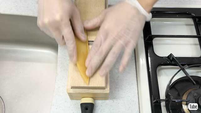 パスタを削っていきます