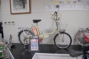 パナソニック自転車の名車シリーズ 1980年発売の電動自転車「DG-EC2」。電動アシストではなく、そのまま電動で走れてしまうタイプで、いわゆる原動機付自転車でした