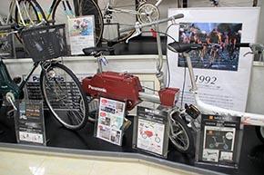初のニッケル水素バッテリーを採用した電動アシスト自転車「ドラクル」。電動で「伸縮」します。モトコンポみたいでかわいい。こんなのあったんですね