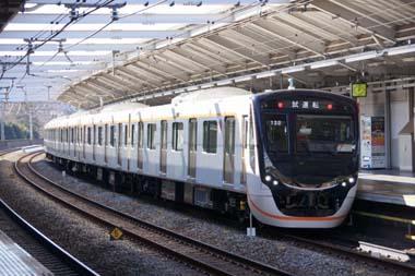 座席指定列車に使用予定の新型車両「6020系」