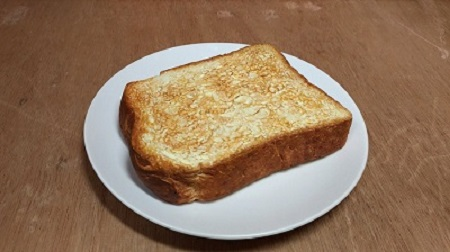 バター塗りたい! プロの「木彫り作家」が作った厚切りトーストがシズル感すごい