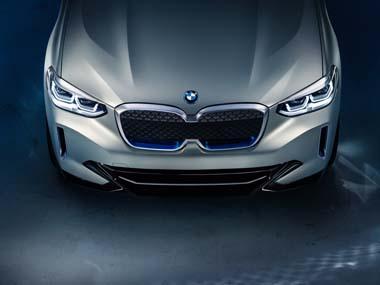 EV専用デザインのフロントグリルを採用