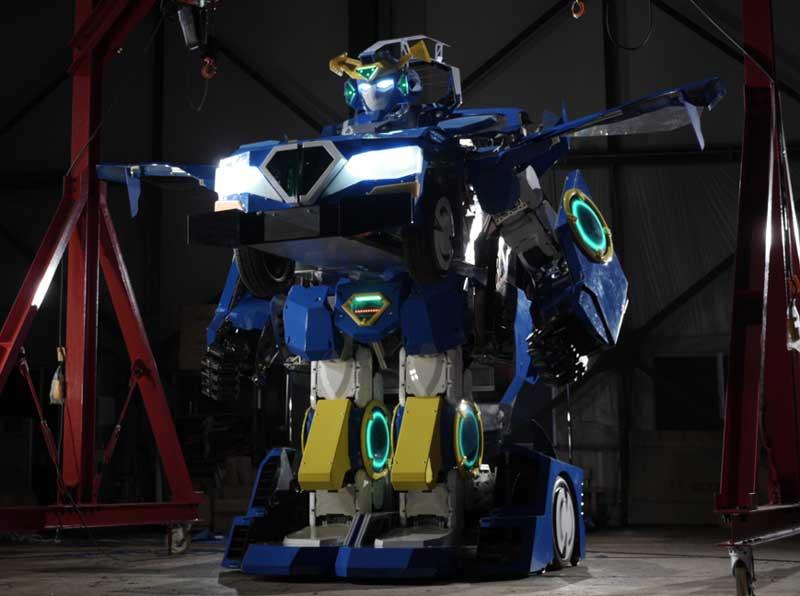 全長約4メートル! 人が搭乗できる人型変形ロボット「ジェイダイト・ライド」の試作機が公開