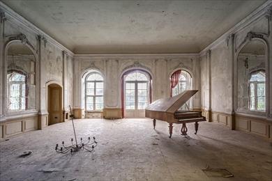 廃墟 ピアノ
