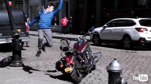 空手 バイク 壊す ドッキリ Cobra Kai